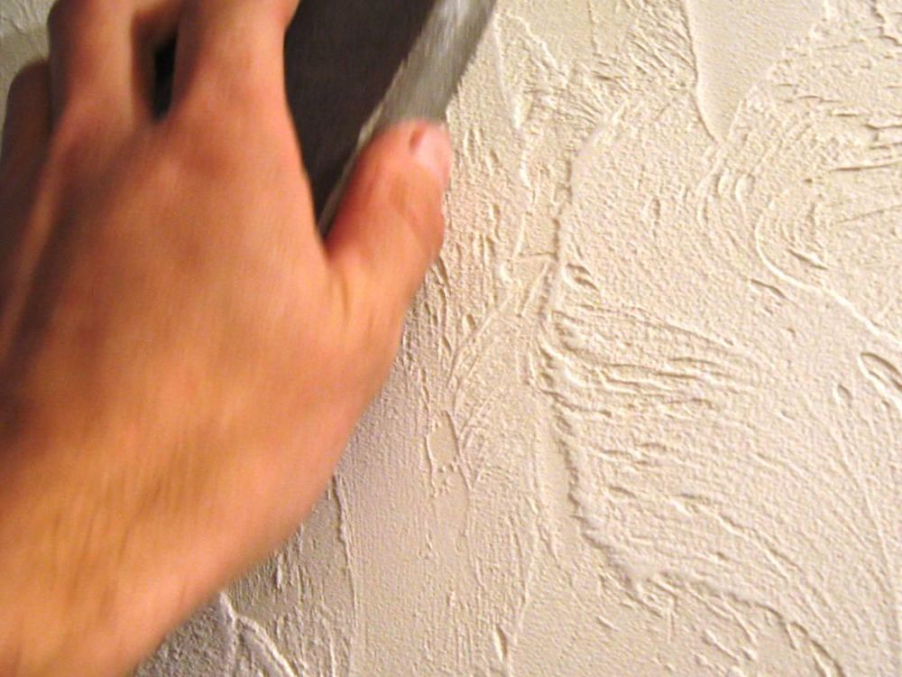 Процесс декорирования стены