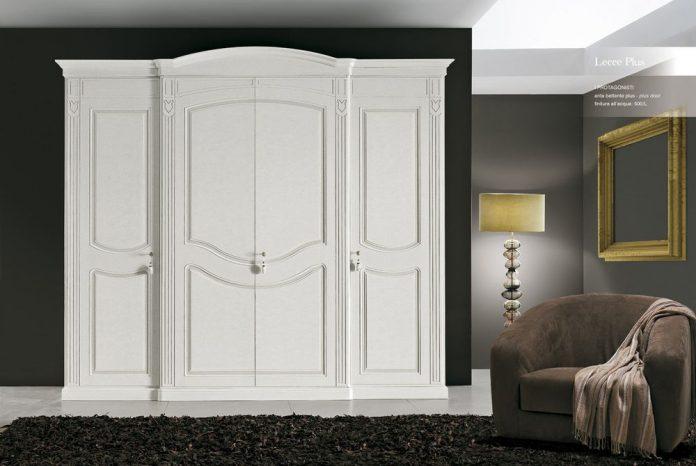 Стильный шкаф в классическом стиле
