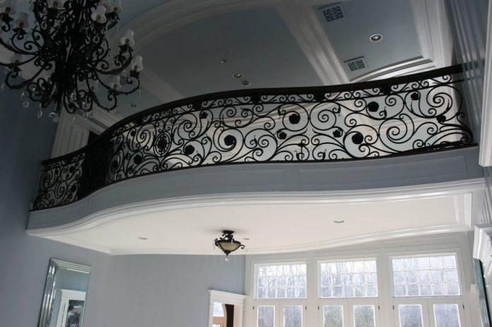 Использование художественной ковки в дизайне интерьеров помещений