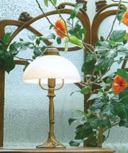 Настольная лампа, производит Berliner