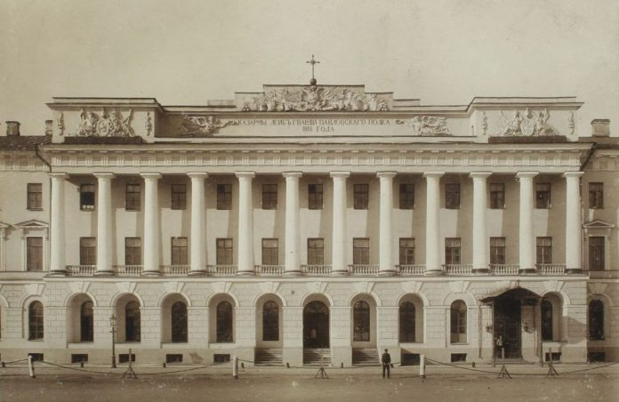 Здание Павловских казарм