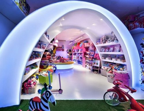 Оформление витрины для игрушек детского магазина